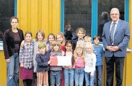 Oktober 2011 - 500-Euro-Scheck an die Freie Schule Bredelem überreicht
